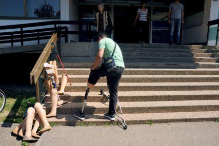 """""""BIVŠI NEPRIJATELJ ME JE PRIHVATIO KAO BRATA"""" Hrvat srpskom veteranu poslao protezu za stopalo"""