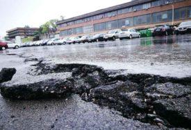 UŽASNE SLIKE SA PAPRIKOVCA Proradilo klizište na parkingu, mještane godinama GLAVA BOLI