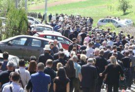 SAHRANA POMJERENA Hiljade građana došlo da se POSLJEDNJI PUT POZDRAVI sa ubijenim Krunićem