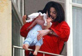 DŽEKSON JE OVIM ŠOKIRAO SVIJET Beba sa slike je porasla i DANAS OVAKO IZGLEDA