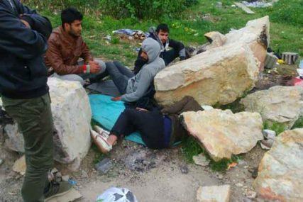 HAOTIČNO U KLJUČU U smještaju za migrante nema struje, vode, a mnogi boluju od šuge!
