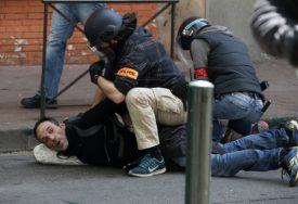 SUZAVAC NA ŽUTE PRSLUKE Policija rastjerala demonstrante u Tuluzu (VIDEO)