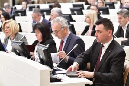 VRAĆANJE NADLEŽNOSTI IZGLEDA NEMOGUĆE Ovlaštenja Srpske na BiH prenesena kroz 73 zakona