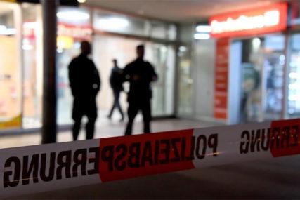 UNUTRA VEČE KOMEDIJE, ISPRED ODJEKUJU RAFALI U pucnjavi jedna osoba POGINULA, tri povrijeđene