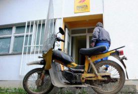 TREBA MISLITI NA POŠTARE Pošiljke osobama u izolaciji moraju imati natpis ZDRAVSTVENI NADZOR