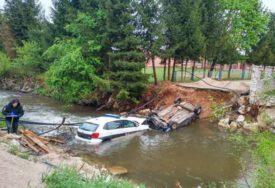 KAO IZ FILMSKE KOMEDIJE Potjera u Travniku završila kupanjem policajaca i bjegunaca