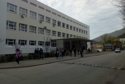 MLADI RADIJE NA BIRO, NEGO NA GRAĐEVINU Školovani majstori najtraženiji na jugu Hercegovine