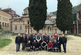 U SREDIŠTU SRPSKE KULTURE I DUHOVNOSTI Grupa vjernika iz Dervente i Bijeljine posjetila Svetu goru