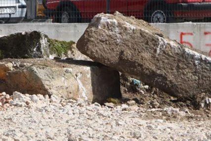 ZBOG HOTELA POBACALI STEĆKE Istorijski spomenici završili kao hrpa kamenja