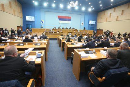 Zasjedanje parlamenta OBILJEŽILI HITOVI: Ovako su poslanici ZASMIJAVALI JAVNOST (VIDEO)