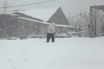 ZIMA POKAZALA ZUBE Visina snijega u pojedinim selima oko Han Pijeska i do DVA METRA