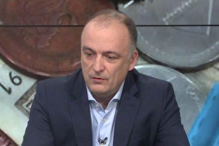 Aćimović za SRPSKAINFO: Građani plaćaju visoku cijenu vlasti, koja se bavi posljedicama, ne i uzrokom