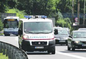 STRAVIČNA SAOBRAĆAJKA Dva muškarca na skuteru udarila u automobil, pa PREMINULI U BOLNICI
