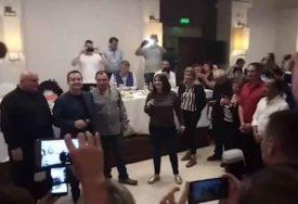 """""""PUKNI ZORO"""" PJEVALI U GLAS Dačić se latio mikrofona i na noge podigao 500 ljudi (VIDEO)"""