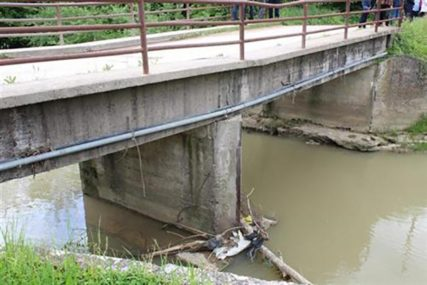 GDJE JE NOVAC Vlada tvrdi da je dala milion KM za Drinski nasip, gradonačelnik Bijeljine da skupštinska većina opstruiše projekat