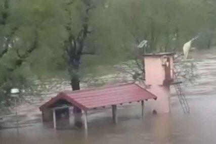KIŠA NE PRESTAJE, OPASNOST NE JENJAVA Sava se izlila i u Ključu, poplavljeno desetak kuća