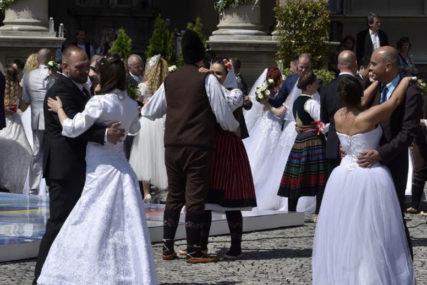 KAMEN NIKAD LUĐI Čak 40.000 parova u Srbiji čeka 21. jun i popuštanje mjera da napravi svadbu