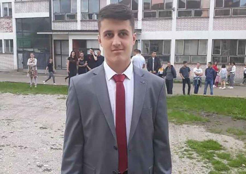 SLAVKO JE USPIO! Nakon velike borbe da nastavi školovanje, dječak s autizmom MATURIRAO (FOTO)