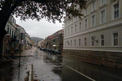 OPREZ ZA VOLANOM Zbog mokrih i klizavih kolovoza savjetuje se sporija vožnja