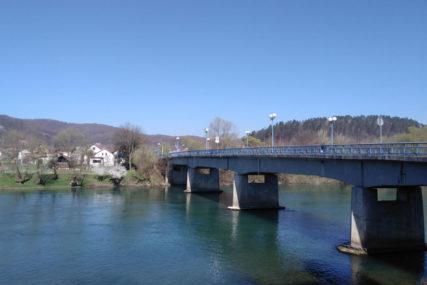 PORIBLJAVANJE UNE U rijeku pušteno 3.500 komada potočne pastrmke