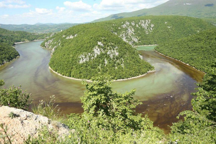 """ZAMUĆENI VRBAS """"Vode Srpske"""": Za sve su krive alge; Stručnjaci: Suviše je rano za njihovu pojavu"""