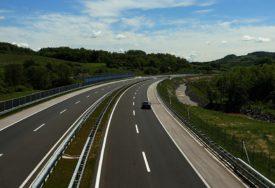 KORONA UTICALA NA PROMET VOZILA NA AUTO-PUTU Naplata putarine manja za 3,2 miliona KM