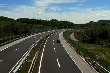 Vozači oprez: Zbog visokih temperatura ne preporučuje se duža vožnja