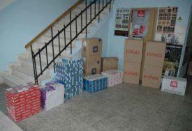 """ŠVERCOVAO CIGARETE U """"FORDU"""" Policija u Trebinju oduzela preko hiljadu kutija"""