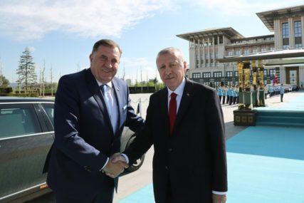ERDOGAN OBEĆAO POMOĆ Dodik telefonom razgovarao sa liderom Turske