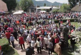 SLAVLJE U KUMROVCU Na proslavu Titovog rođendana došlo 15.000 LJUDI, pjevaju se jugoslovenske pjesme (FOTO, VIDEO)