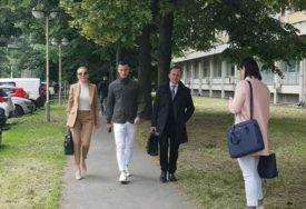 KARLEUŠA SE PONOVO NIJE POJAVILA Sljedeći poziv za suđenje sa Vranješom uručuje joj POLICIJA
