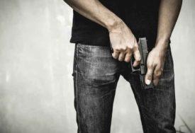"""HICI IZ VOZILA U POKRETU Muškarac uhapšen zbog pucanja iz pištolja """"plašljivca"""""""