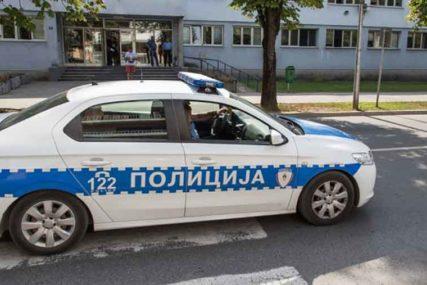 KUMOVALO NEPROPISNO PRETICANJE Nesreća na ulazu u Prijedor, ima povrijeđenih, policija na terenu