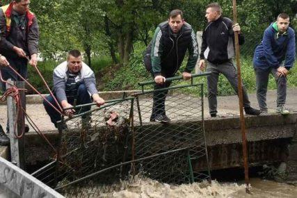 DJEČAKU NI TRAGA Obustavljena potraga za mališanom koji je upao u nabujali potok