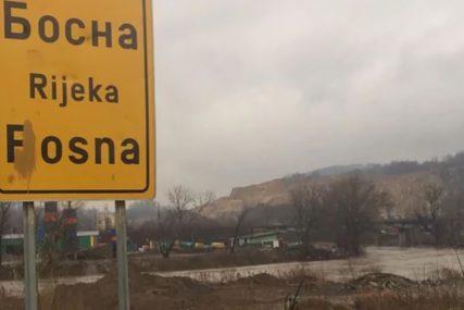 VOZAČ LAKŠE POVRIJEĐEN Sletio autom u rijeku Bosnu