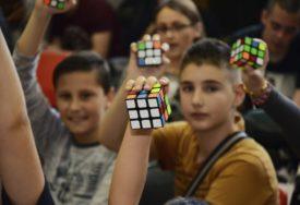 MOŽETE LI VI OBORITI SVJETSKI REKORD? Takmičenje u slaganju Rubikove kocke i u Sarajevu