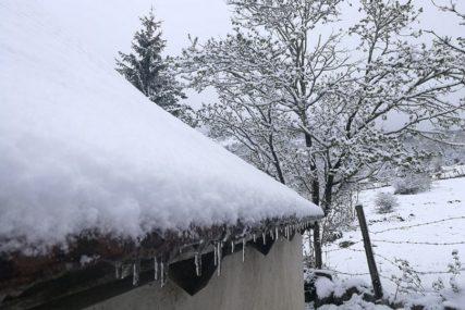 LEDENI TALAS U GRČKOJ Snijeg okovao Atinu, olujni vjetar divlja na ostrvima