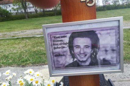 SJEĆANJE NA DAVIDA Građani obilježavaju 23. rođendan tragično stradalog mladića
