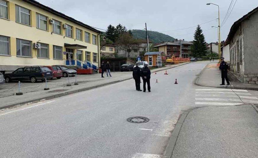 SRPSKAINFO OTKRIVA ŠOKANTNE DETALJE Policajac SLUČAJNO UBIO ČOVJEKA koji je došao na suđenje
