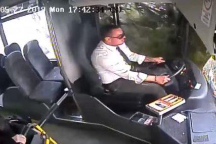 STRAŠNO Pogledajte reakciju vozača nakon pada stabla na autobus (VIDEO)