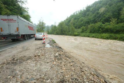 OBILNE KIŠE NAPRAVILE PROBLEME  U Sloveniji poplave, odroni i klizišta na putevima