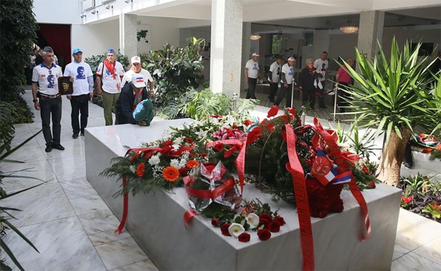 JEDNA OD NAJVEĆIH YU MISTERIJA Zašto na Titovom grobu nema petokrake?