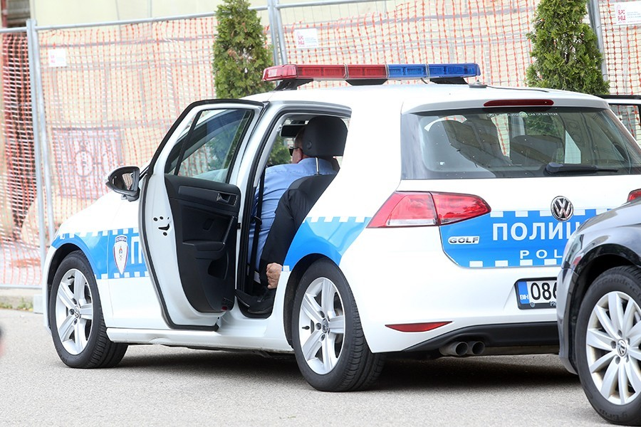 "Policija pokrenula istragu: U Banjaluci izgorio ""mercedes"""