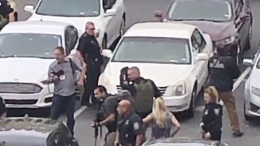 DRAMA U DALASU Napadač pucao ispred zgrade suda (VIDEO, FOTO)