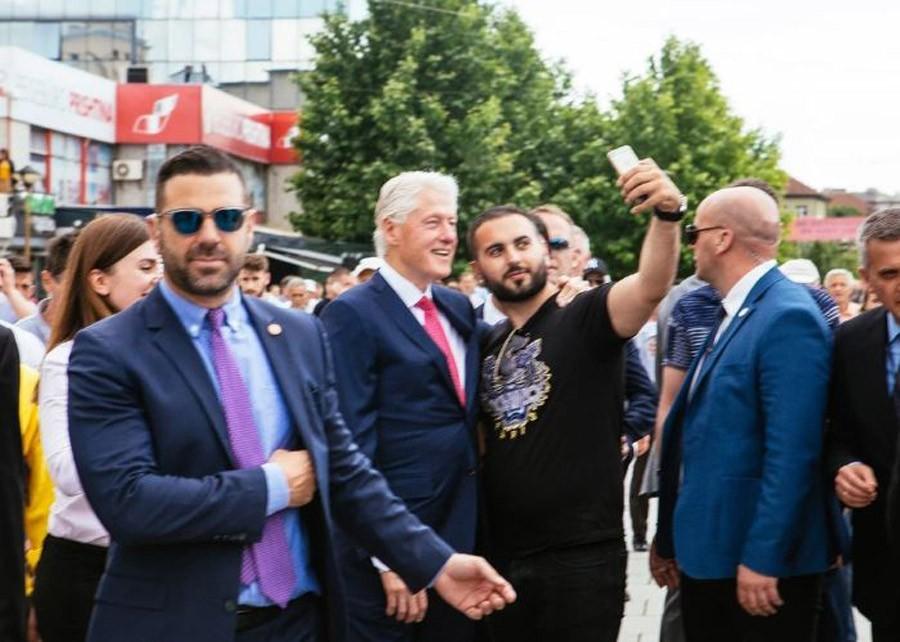 DOČEKALI IH KAO KRALJEVE Klinton, Olbrajt i Klark na slavlju u Prištini(FOTO)