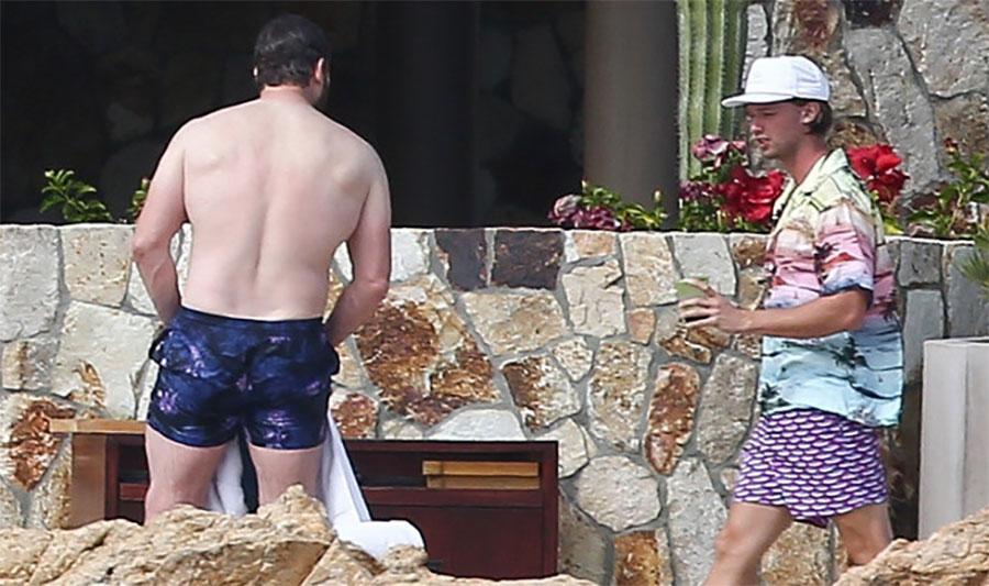 Glumac se pojavio na plaži a žene kažu da ZGODNIJEG FRAJERA NISU VIDJELE: Čekajte da vidite kako izgleda KAD SE OKRENE