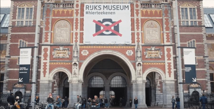 MUZEJ ZABRANIO FOTOGRAFISANJE Posjetioci zbog telefona ne uživaju u eksponatima (VIDEO)