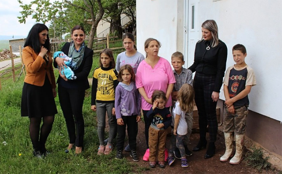DJECA SKROMNIH ŽELJA Porodica Gluhović dobila je 11. DIJETE, a žive od jedne plate i UZGOJA KRAVA