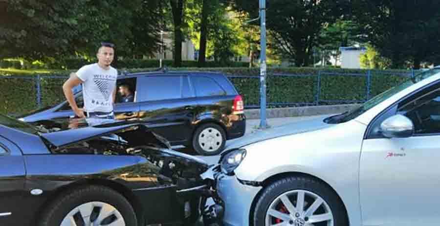 SAOBRAĆAJKA U sudar dva automobila pričinjena veća materijalna šteta