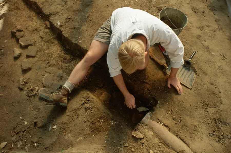 ARHEOLOZI U ČUDU U Natašinom grobu pronađeno nešto što liči na ajfon (FOTO)